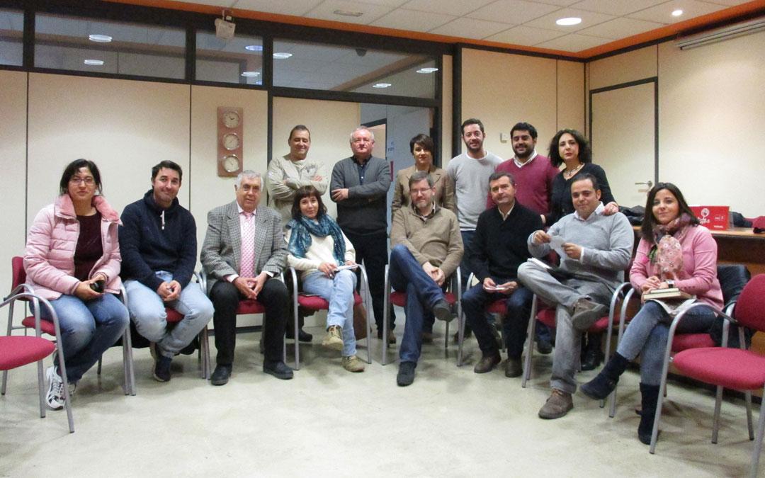 Foto de grupo de los participantes en el Comité Electoral Provincial del PSOE.