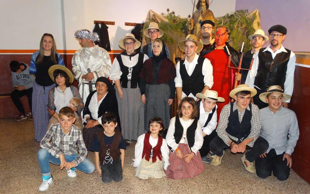Participantes en la representación de la Sanantonada, recuperada en 1988