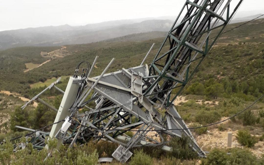 Imagen del estado en el que quedó la torre de telefonía de Bordón por culpa del viento