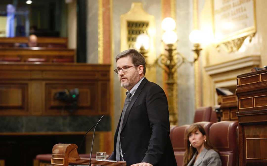 Imagen de archivo del diputado alcañizano Ignacio Urquizu defendiendo la posición del PSOE sobre el plan del carbón