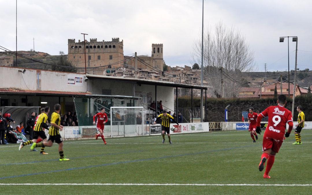 La afición acudió a apoyar al Valderrobres en el San Roque