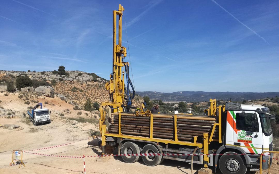 Los trabajos de prospección para construir un pozo de agua subterráneo en Aguaviva comenzaron el lune