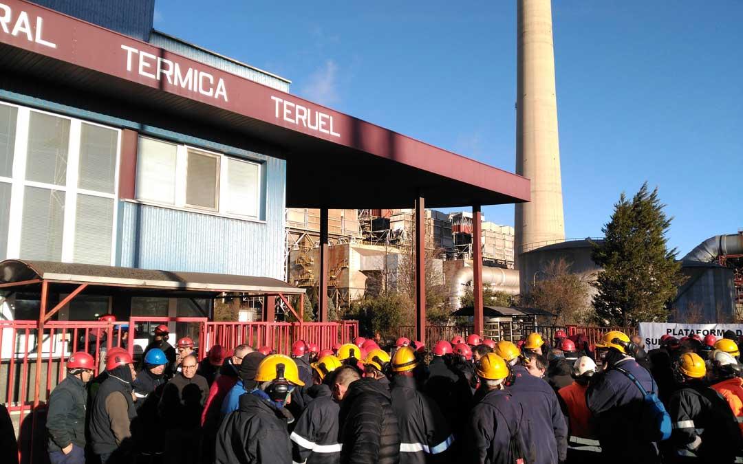 La plataforma de las subcontratas en una de las concentraciones de cada miércoles en la barrera de la Central Térmica de Andorra