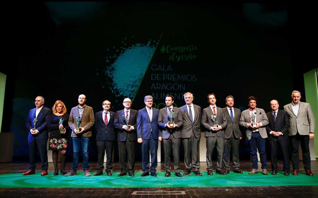 Foto de grupo de los galardonados y autoridades en Aragón Alimentario 2019