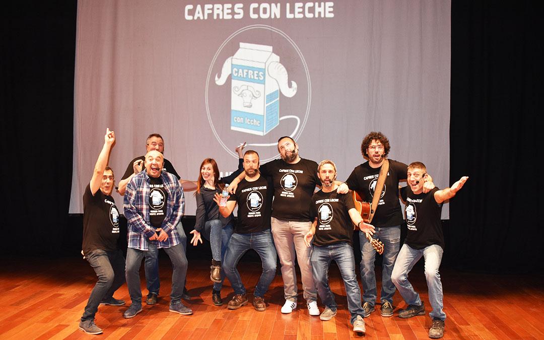 Todos los integrantes de Cafres con Leche minutos antes de comenzar con la función, el sábado por la tarde. l.q.v.