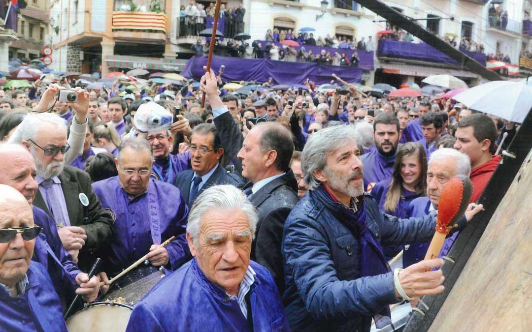 Imanol Arias en el momento de Romper la Hora el Viernes Santo de 2011. José Ramón Ibáñez no olvida ese día, el primero que dio la señal de Romper como alcalde de su pueblo