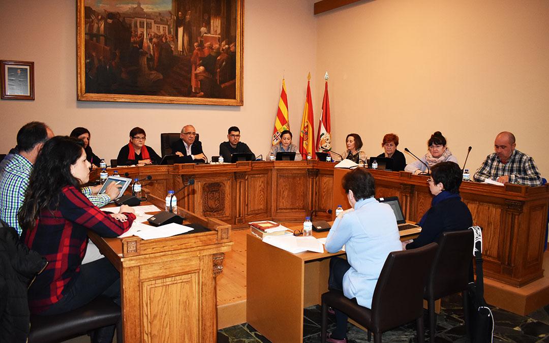Los concejales y el alcalde de Caspe durante el último pleno municipal.