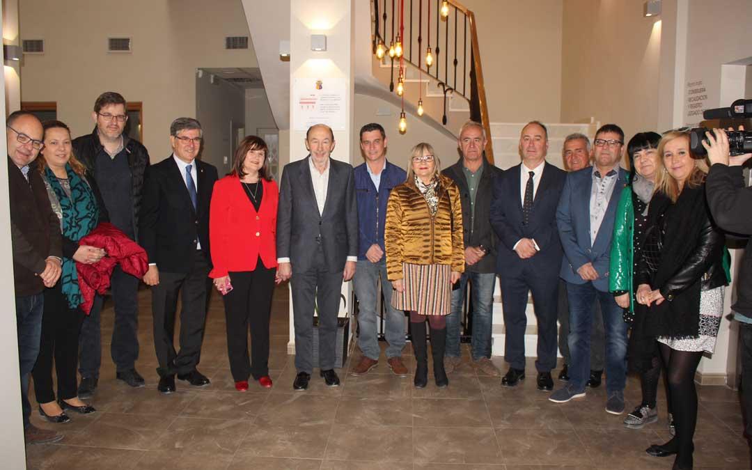 El Ayuntamiento ha recibido a Rubalcaba en su visita a Alcorisa