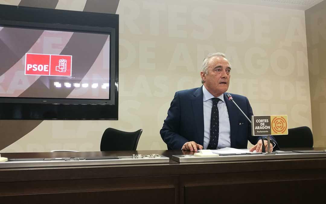 Javier Sada, este jueves, en rueda de prensa en las Cortes