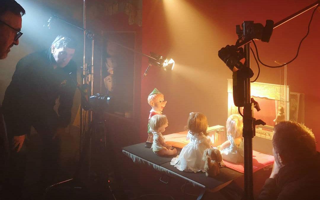 Una de las escenas en la que los juguetes narran parte de la historia en el vídeo