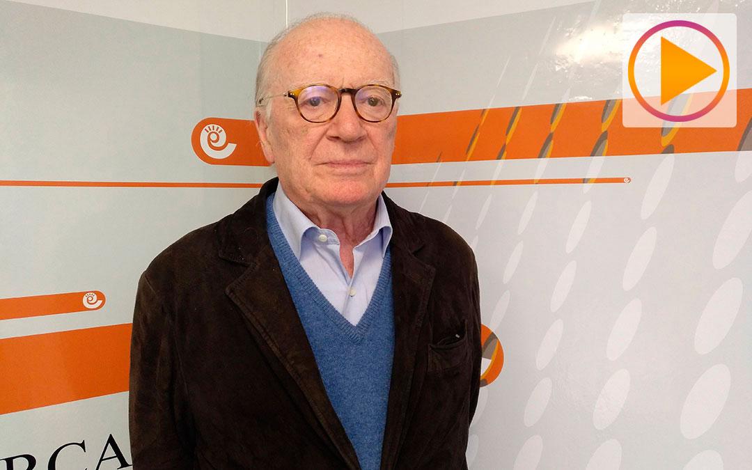 Nicolás Sartorius tras su entrevista en el estudio de Radio La Comarca./ A.M.