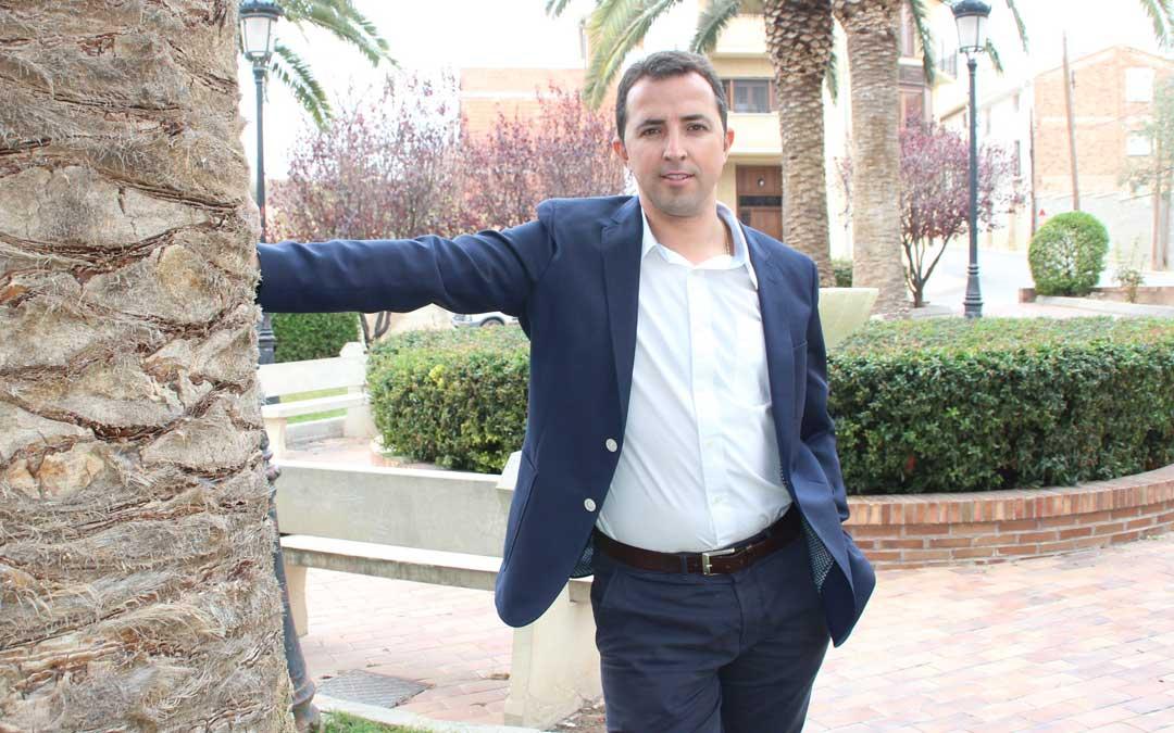 Alberto Herrero en su localidad, Calanda, en la que optará a la alcaldía en mayo