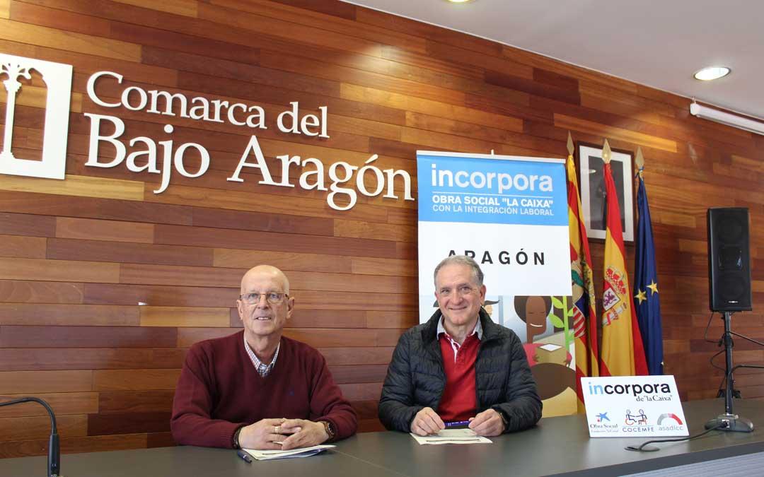 Manuel Ponz y Miguel Tena, tras la firma del convenio en la sede comarcal