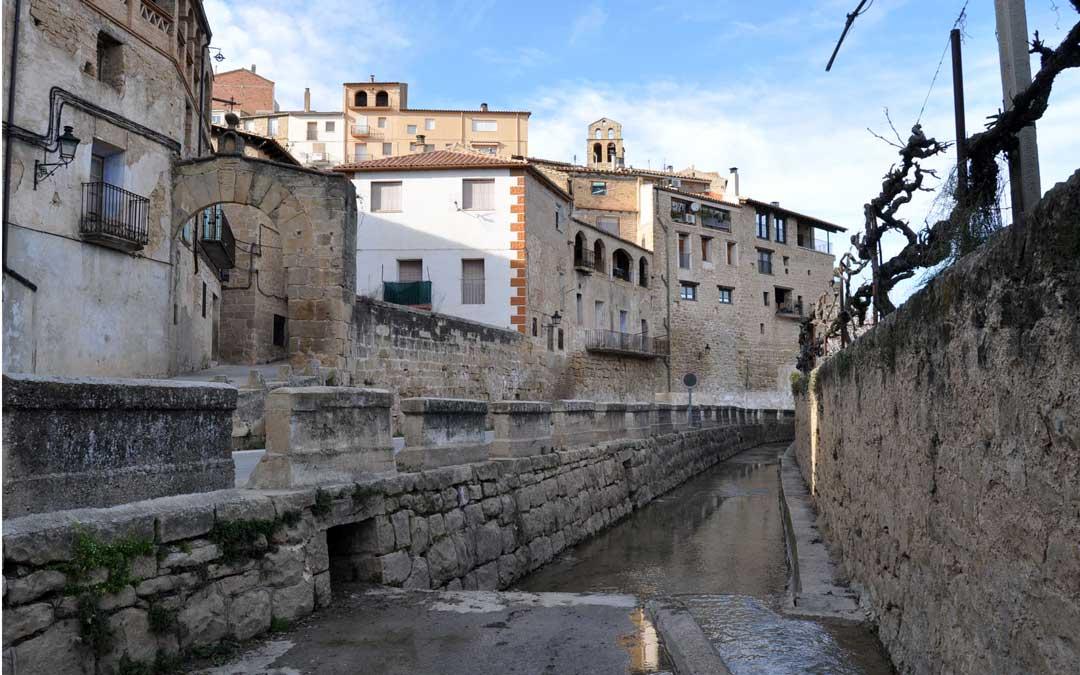 La bella localidad ofrece parajes de gran belleza junto al río Algars