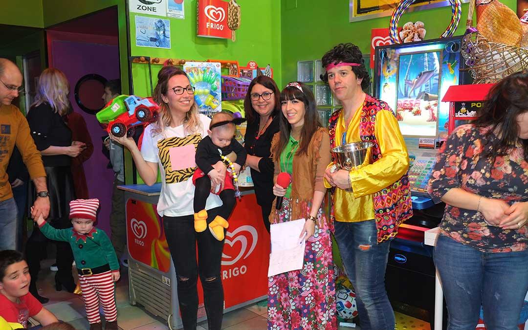 todos los pequenos tuvieron su premio en la fiesta de carnaval del bar lugus de samper de calanda