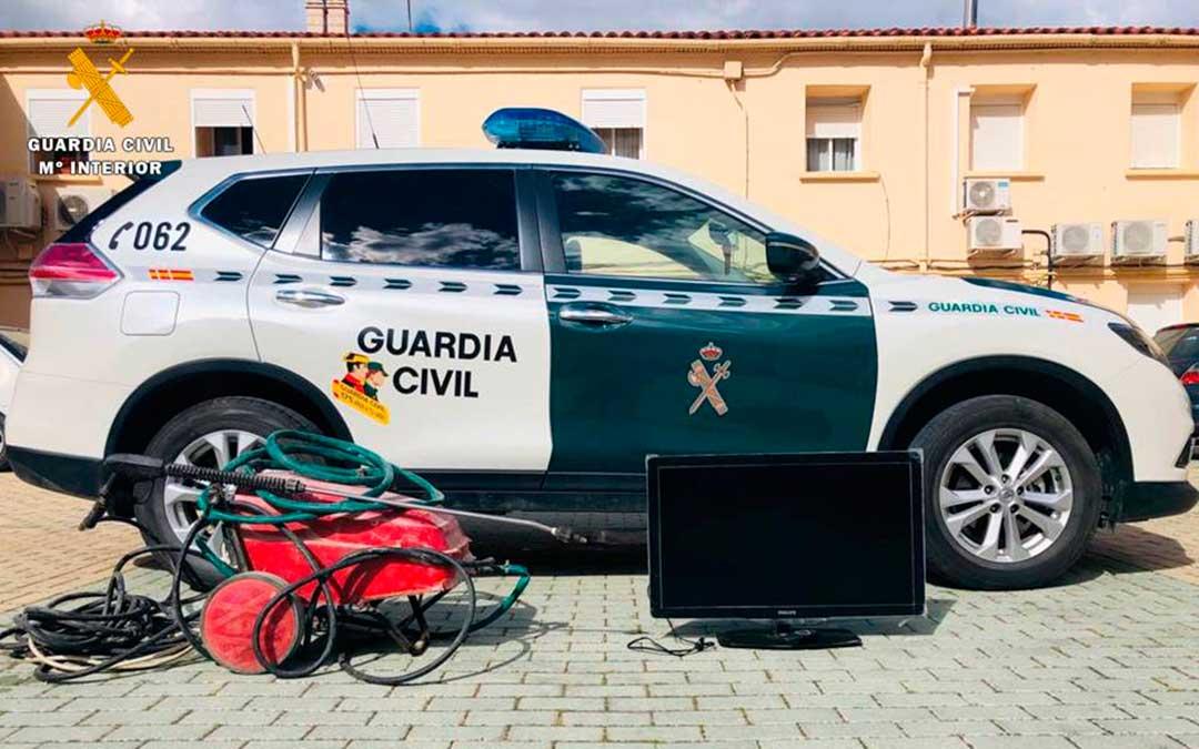 Objetos recuperados por la Guardia Civil de Caspe.