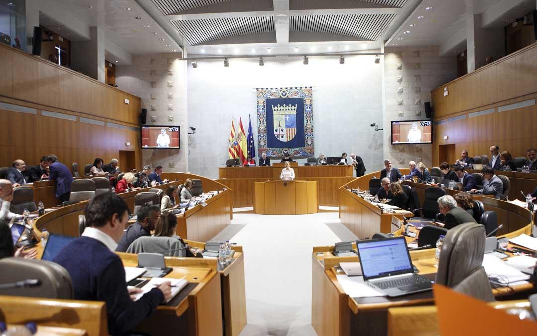 Última sesión plenaria en las Cortes de Aragón en la que se llegó a un acuerdo in extremis para que Teruel no pierda un diputado
