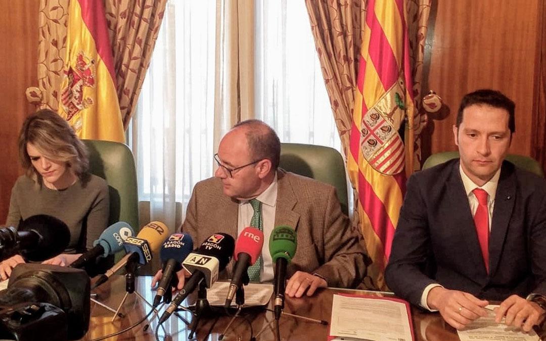 José Ramón Morro (centro) realizó ayer un balance sobre sus ocho meses al frente de la Subdelegación del Gobierno en Teruel.