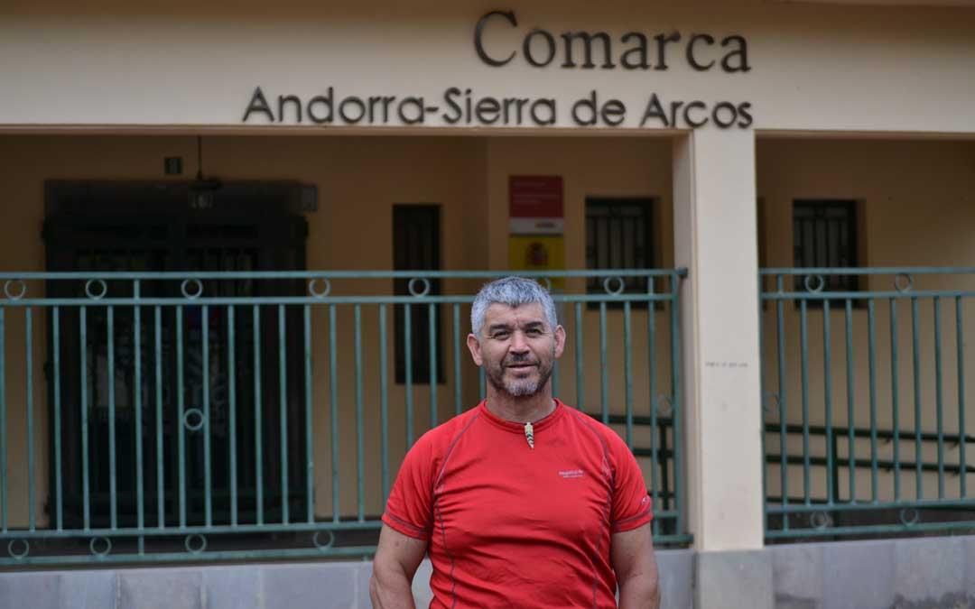 Donoso es presidente de la Comarca de Andorra Sierra de Arcos aunque no acude a muchos de los actos a los que se le invita por parte de asociaciones y entidades
