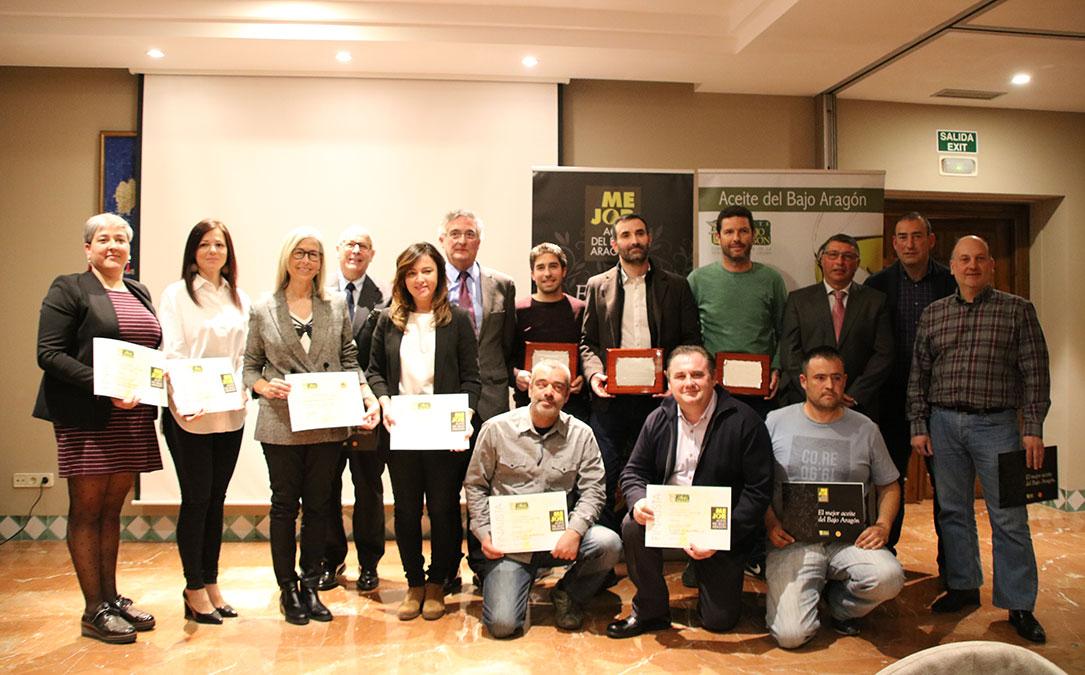foto de familia premios mejor aceite del bajo aragon