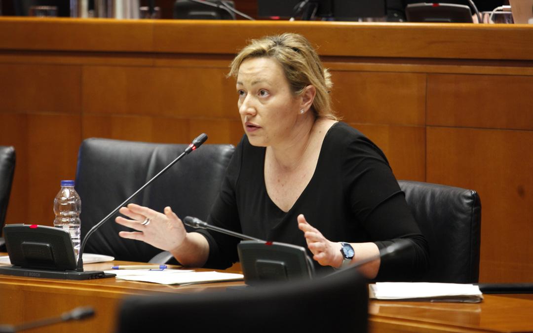 La consejera de Industria, Marta Gastón, ha comparecido este martes ante la Comisión de Economía, Industria y Empleo de las Cortes de Aragón.