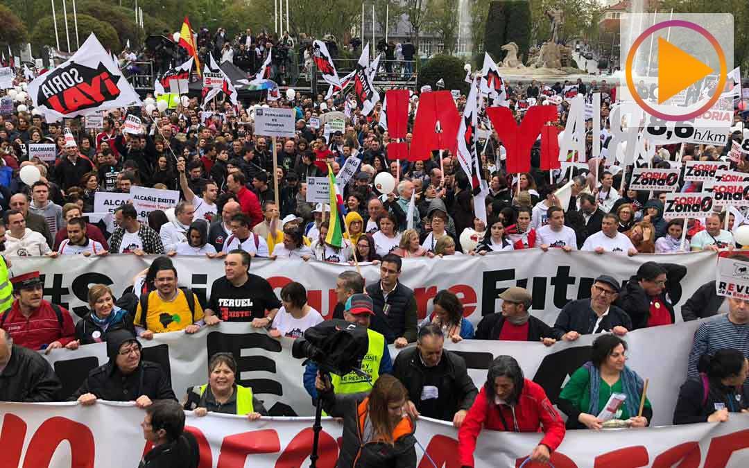 Pancartas en la plaza de Neptuno en Madrid de la Revuelta de la España Vaciada el 31M