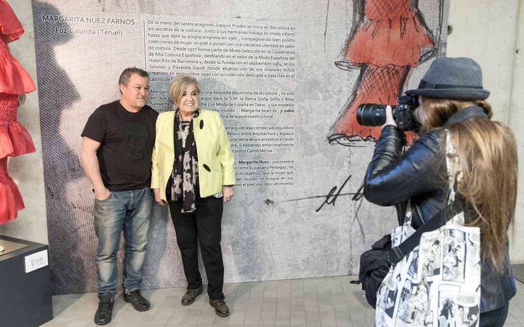 Margarita Nuez, junto al también diseñador Enrique Lafuente, delante del córner