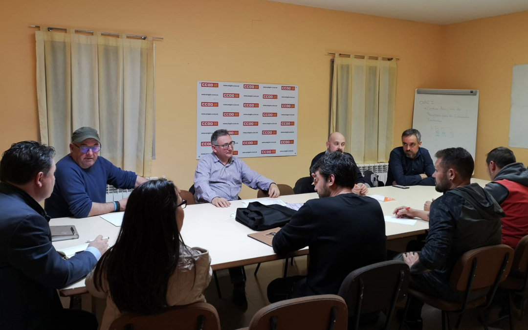 Varios de los integrantes de la Mesa por el Futuro de Andorra durante la reunión de este lunes