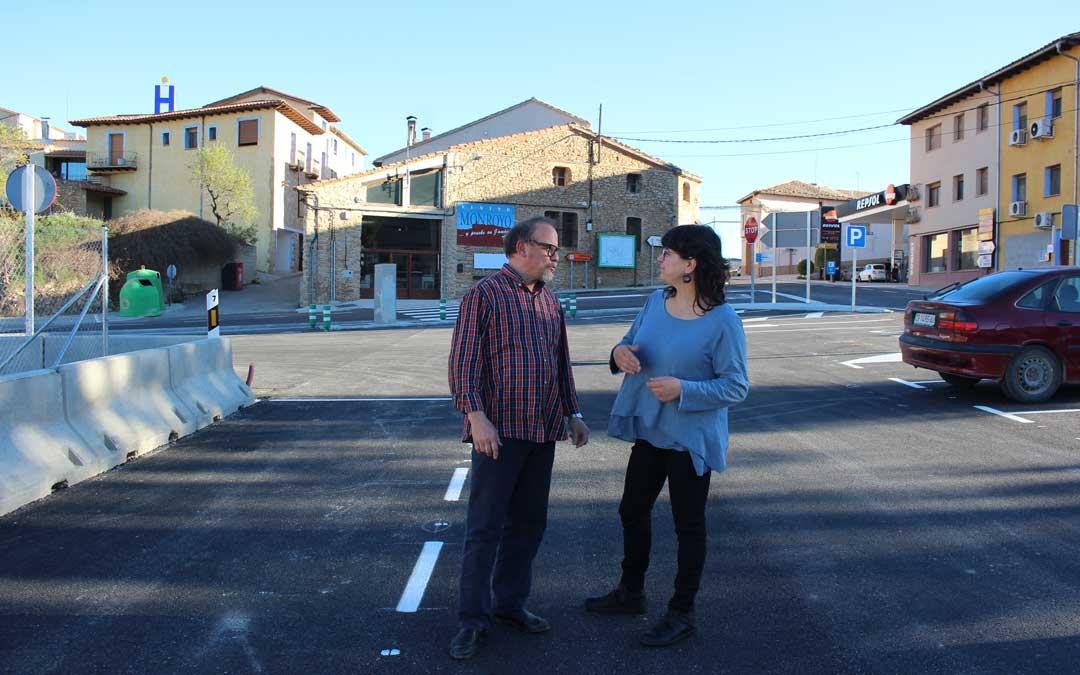 César Lombarte y Yolanda Guarc, responsables de la Posada Guadalupe y la gasolinera, dos de los servicios del área. Foto: L. Castel