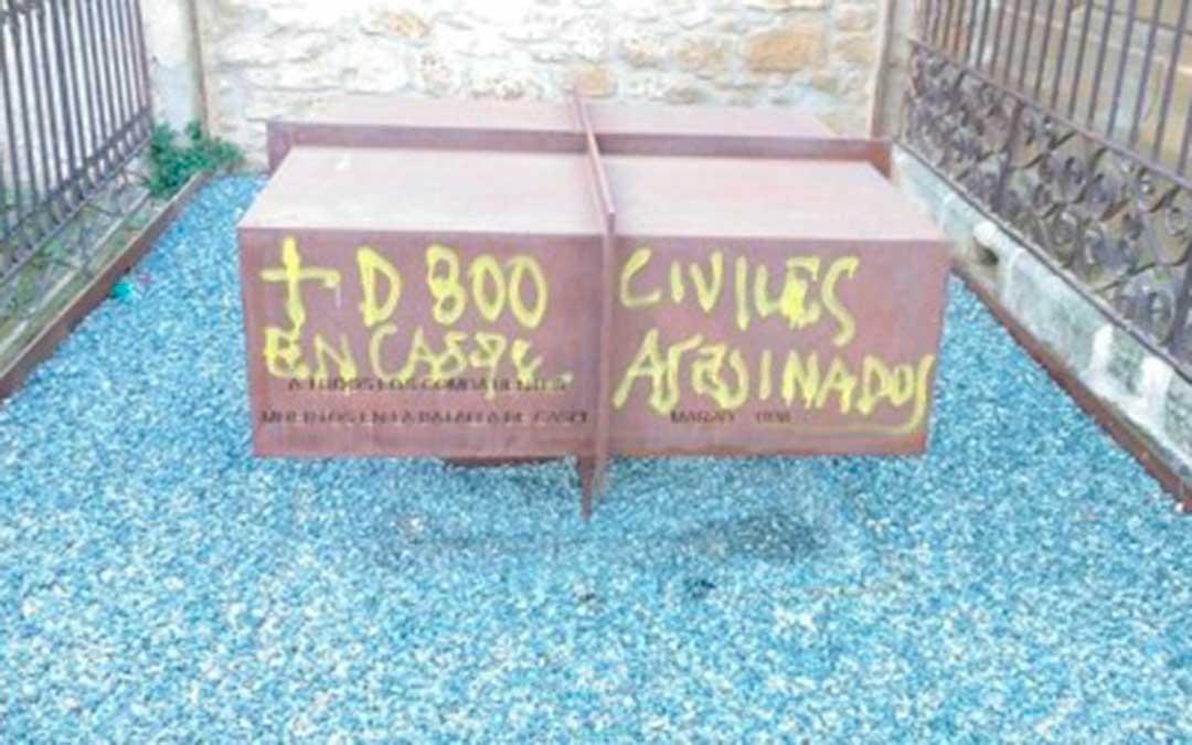 Los últimos lugares en sufrir actos vandálicos han sido los monumentos del cementerio y del paraje de El Vado. Foto: Bajoaragonesa de agitación y propaganda