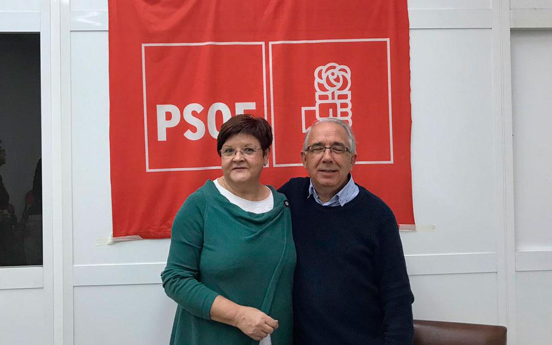 Pilar Mustieles junto al actual alcalde de Caspe, Jesús Senante.