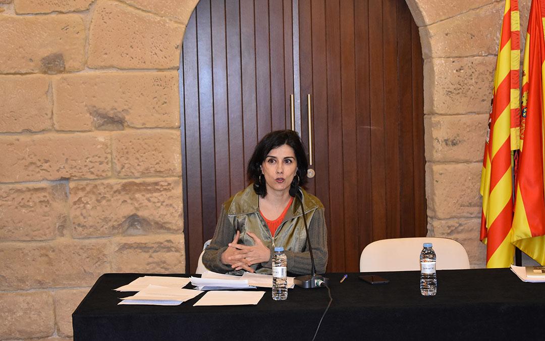 Olga Rodríguez durante la conferencia 'Ser mujer corresponsal de guerra: Otra guerra dentro de la guerra' en el Castillo del Compromiso.