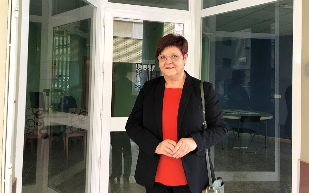 n La concejal de Agricultura, Pesca y Medioambiente Pilar Mustieles, impulsora del proyecto, en la puerta de la Oficina de Atención al Regante.