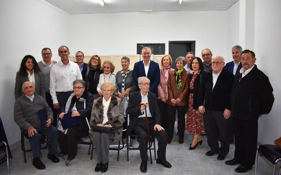 Los homenajeados con los representantes populares.Los homenajeados con los representantes populares.