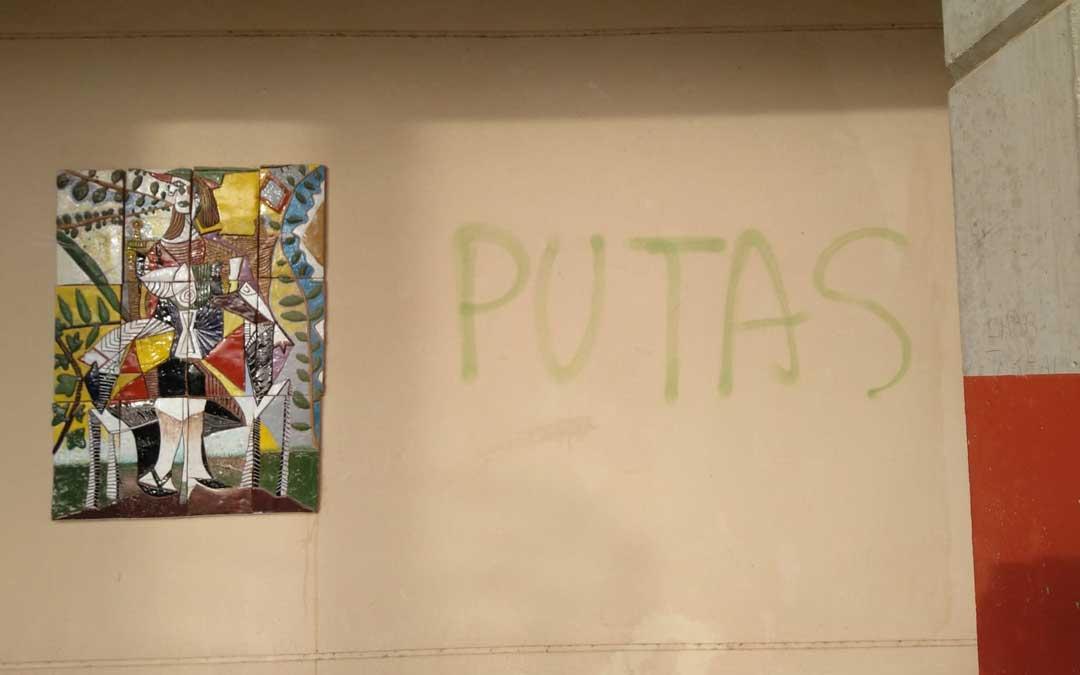 Mensaje en la pared del instituto