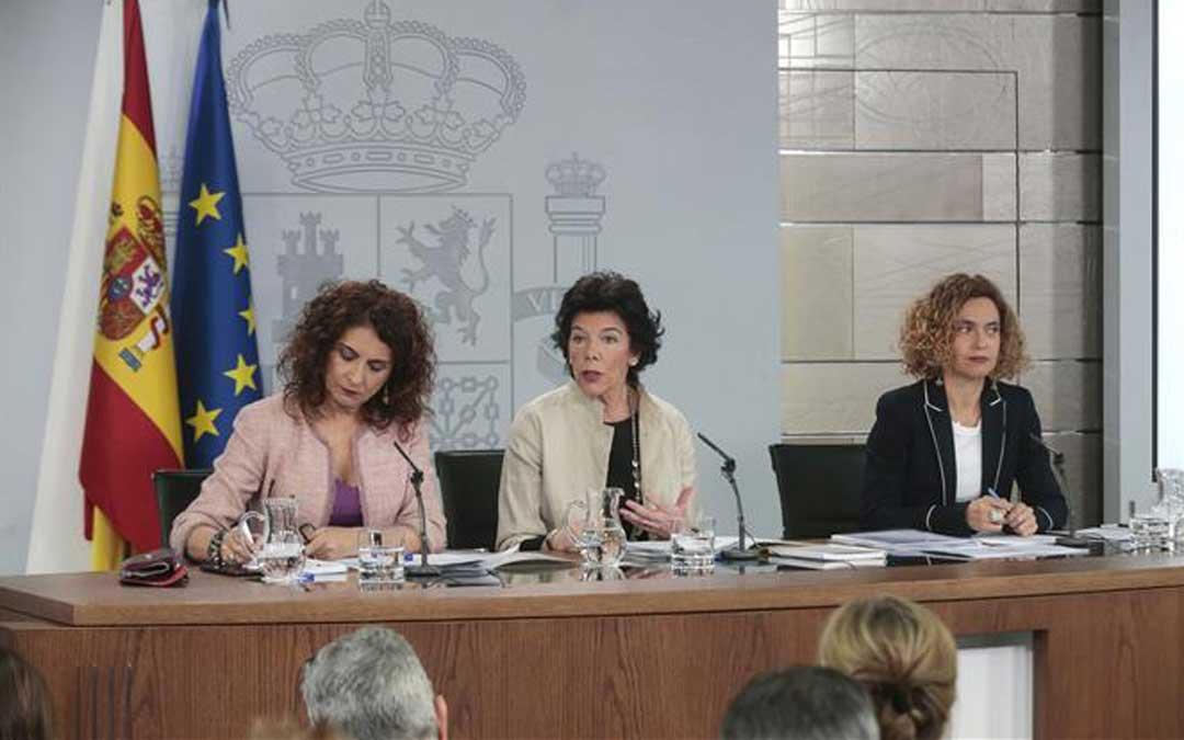 Las ministras Montero, Celaá y Batet durante la rueda de prensa posterior al Consejo de Ministros este viernes