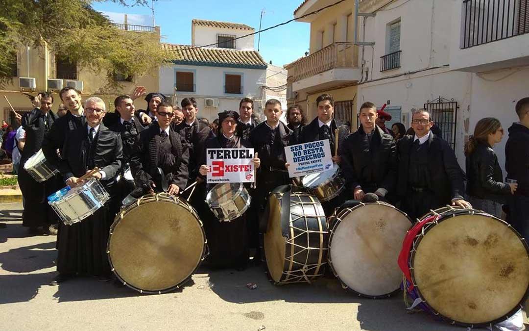 La cuadrilla de Híjar con las proclamas de la Revuelta de la España Vaciada en las Jornadas de Agramón