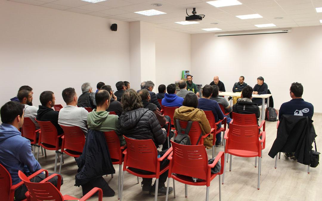 Los sindicatos reunieron a una treintena de trabajadores del Bajo Aragón para informar sobre las negociaciones con Sarga