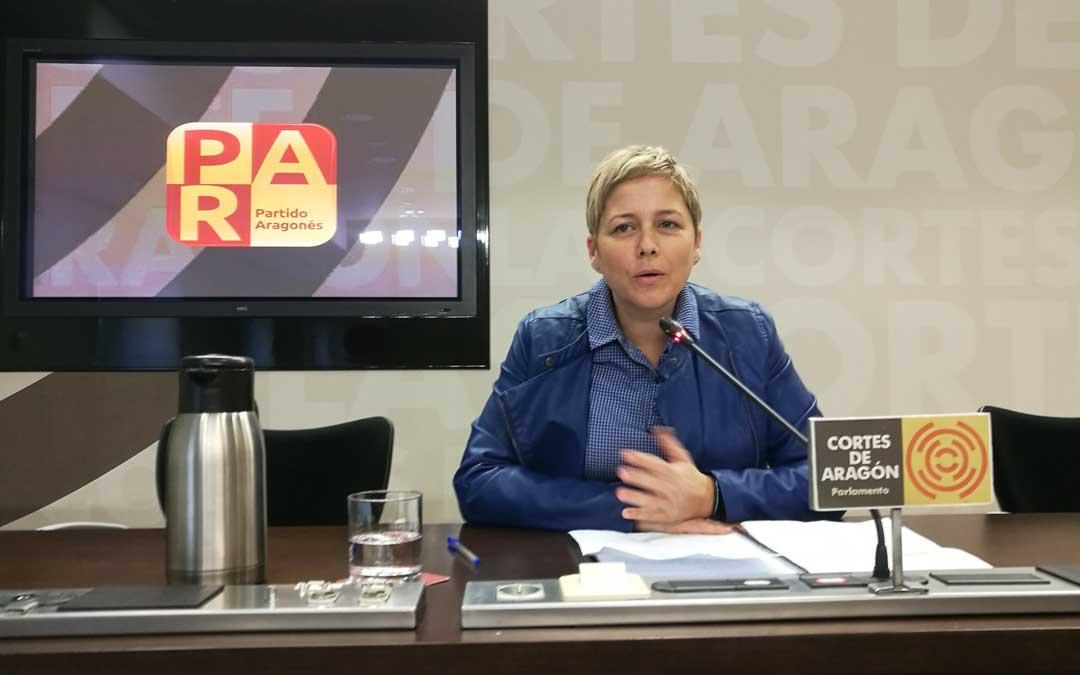 Berta Zapater, este lunes, en rueda de prensa en las Cortes