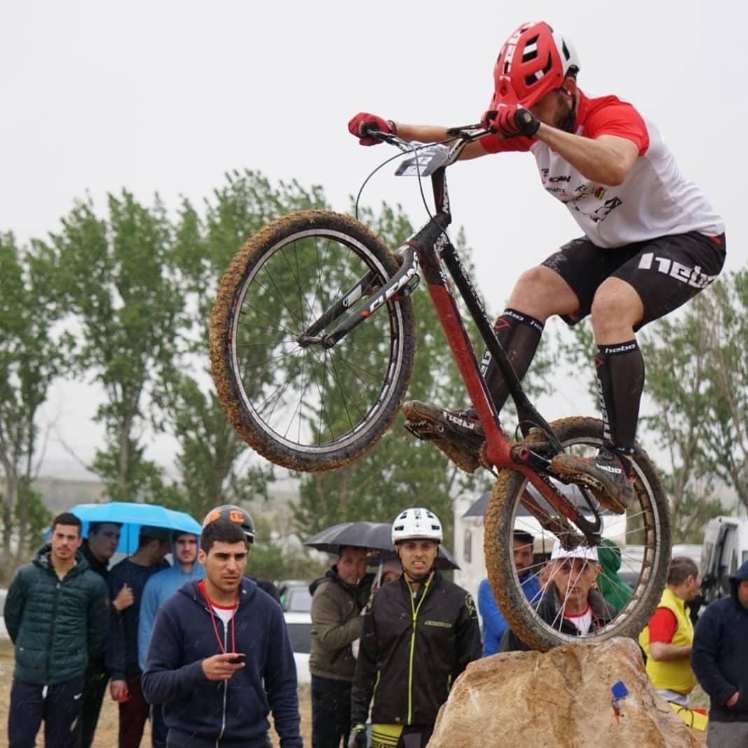 El ciclista caspolino competió en la categoría de profesionales.