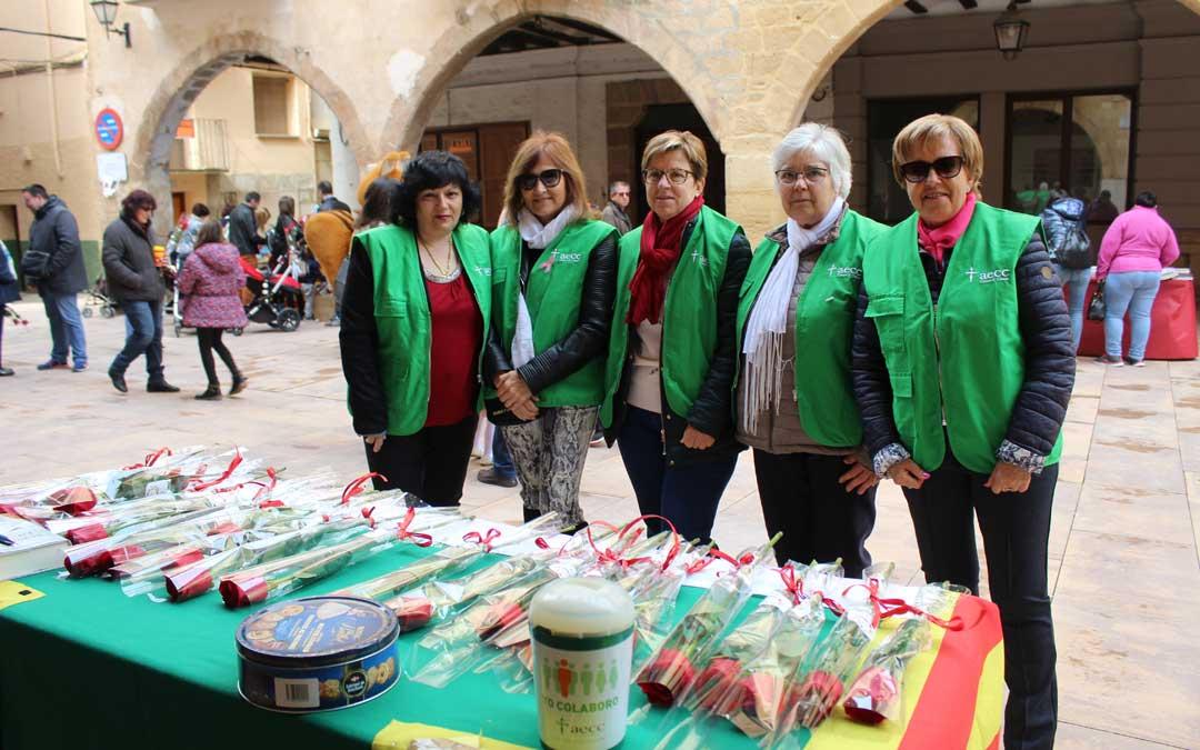 La Asociación Española Contra el Cáncer estuvo con su puesto en la feria del libro por San Jorge en Alcorisa