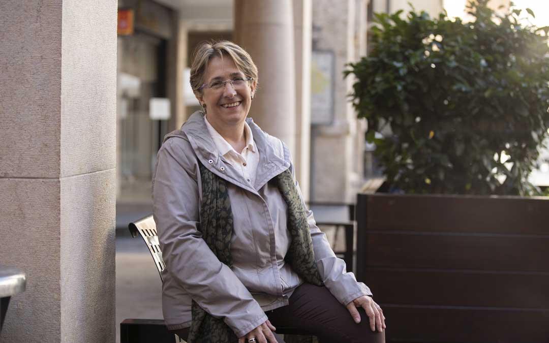 Blanca Villarroya, en los porches de la plaza del Torico de Teruel. Foto: Antonio García/Bykofoto