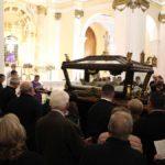 Lectura final alrededor del Santo Sepulcro al terminar la misa en el Pilar.