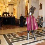 Longinos a su entrada en el templo del Pilar al inicio.