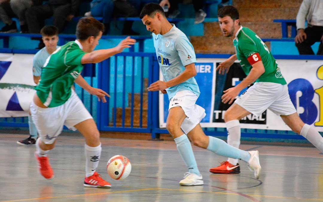 El jugador caspolino Youssef Samoudi durante una jugada, el sábado. e.m.