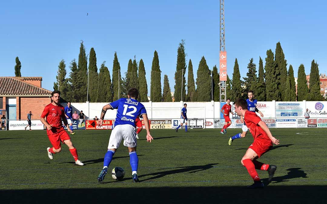 En los Rosales se vivió una lucha continua entre ambos equipos.