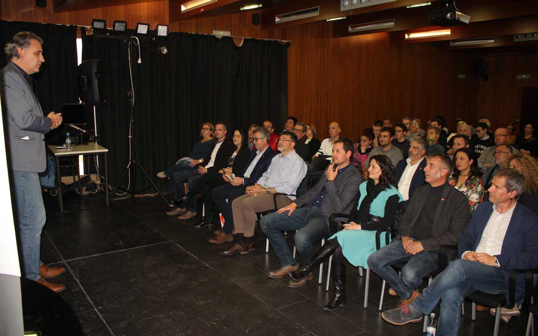 Mitin de Ciudadanos en Alcañiz este miércoles con su candidato al Congreso, Joaquín Moreno. Foto: L. Castel