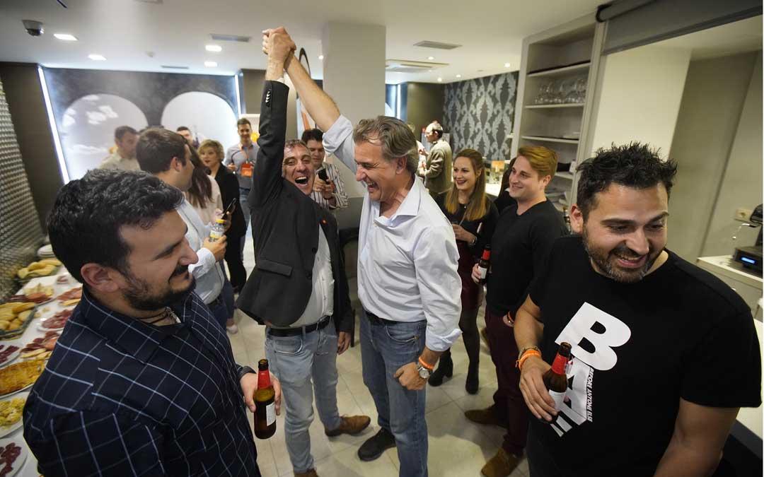 Celebración del diputado de Ciudadanos en Teruel, Joaquín Moreno. Foto: Antonio García /Bykofoto
