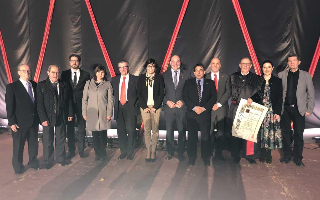 Foto de grupo de los galardonados junto al presidente de la Ruta y los alcaldes de los pueblos. Foto: L. Castel
