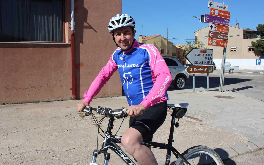 A Herrero le gusta la bici de montaña y de carretera. Pertenece a los clubes de Calanda y Alcañiz. Foto: L. Castel